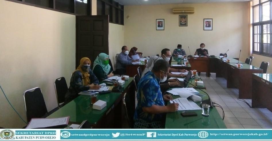 Komisi IV rapat dengan Dinas Pendidikan