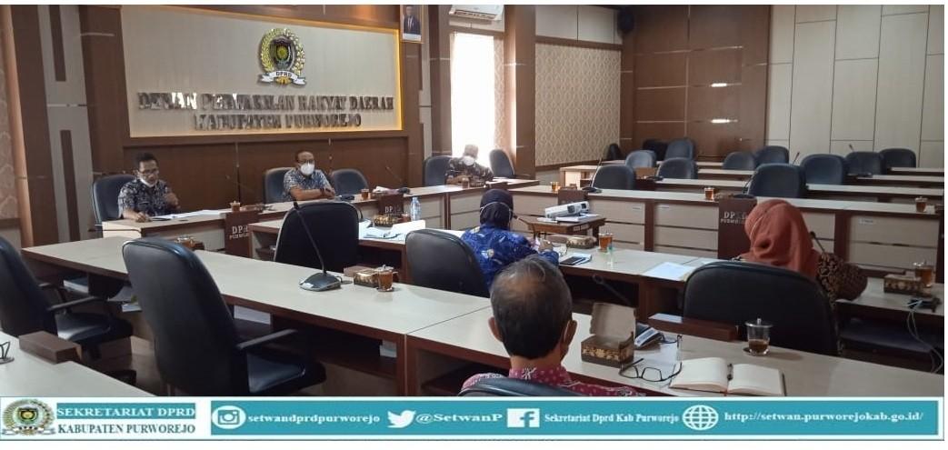 Sekretaris DPRD rapat dengan pejabat struktural